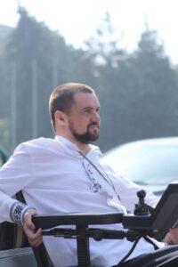 Адвокати домоглися через суд, щоб селищна рада надала доступ людям з інвалідністю до сесійної зали